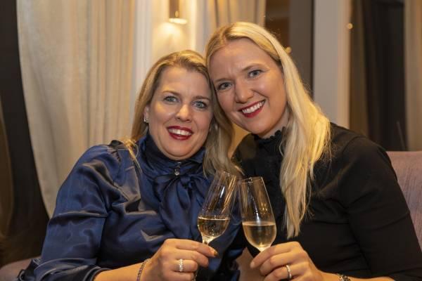 Kerstin Strebel und Victoria Weiss an Bord der Excellence Countess