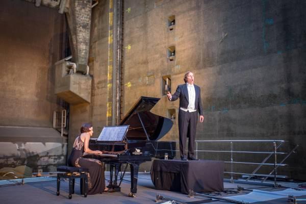 Die Atmosphäre ist einzigartig, die Akustik imposant. Romantische Liedkunst mit Bariton Burkhard von Puttkamer mit Alina Pronina (Klavier).