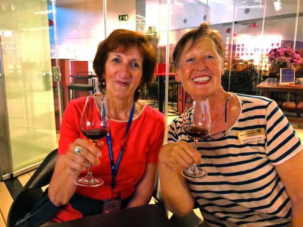 Die Reiseleiterinnen Agnes (l.) und Isabella.