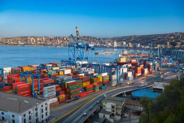 Die Hafenstadt, die sich zum Weltmeer öffnet, und dem Leben weit offen steht.