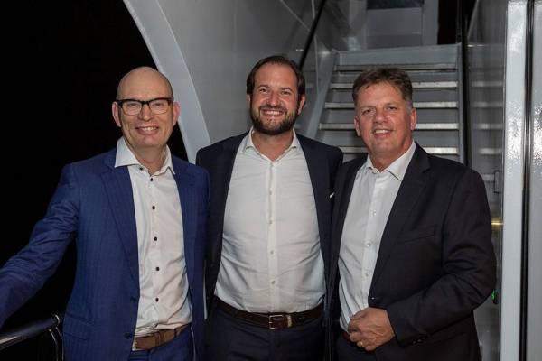 Sie setzen einen Meilenstein im umweltgerechten  Passagier-Flussschiffbau: Gerrie van Tiem (l.),   Marcel Zweers, Direktoren der Teamco Shipyard  und Karim Twerenbold (Mitte).