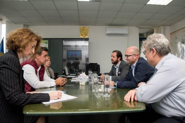 Im Gespräch mit Cătălin Ţibuleac (2. v.l.), Gouverneur der Umweltschutzbehörde Danube Delta Biosphere Reserve Authority in Tulcea und seinem Team. Hier wird ein internationales 5-Jahres-Schutzprogramm koordiniert.