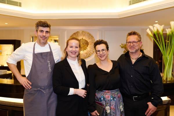 Das Wirtenpaar Markus Burkhard und Flavia Hiestand vom Jakob mit Irene und Hans Baumgartner Peinhopf an Bord der Excellence Princess