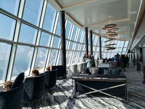 Die Observation Lounge beeindruckt die Schiffsreisenmacherinnen