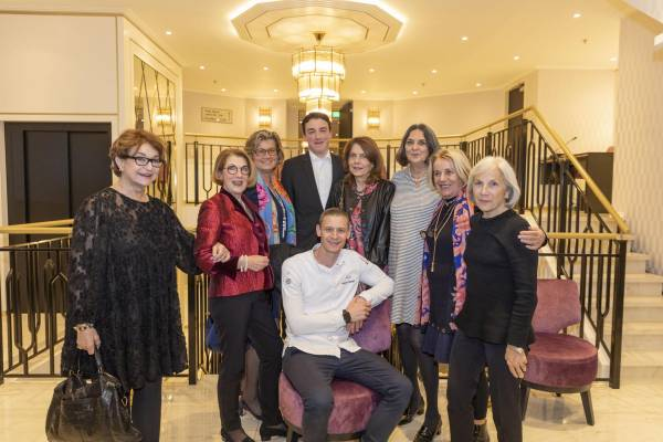 Die «Blue Chip Ladies» mit Patrick Mahler und Sommelier Lukas Krösen